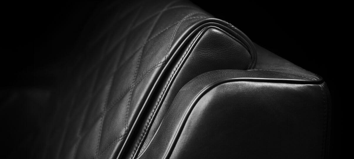Уход за черным кожаным диваном